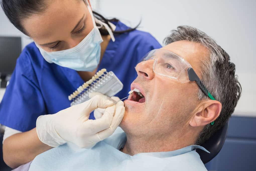 Болит зуб без нерва: причины, как убрать боль?